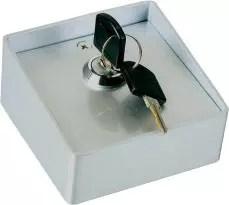 Brava sa ključem za upravljanje motora za kapiju. Prekidački ključni cilindar za otvaranje i zatvaranje kapije
