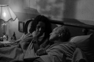 ¿Hasta dónde debe llegar la relación enfermera-paciente cuando se convive prácticamente todo el tiempo? Una historia que a través de enfermedades terminales, cuidados médicos y cuentos tormentosos narra el pasado de los protagonistas que coincide más de lo que creen.