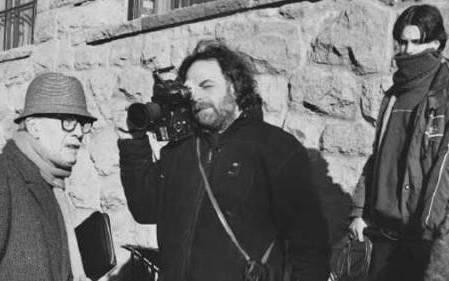 Carlos Echeverría reconstruye el proyecto político y cultural de Bariloche, una comunidad en Argentina donde Erick Priebke –un criminal de guerra alemán, antiguo comandante de la SS– y otros criminales nazis se escondieron, respaldados y protegidos por la propia comunidad.