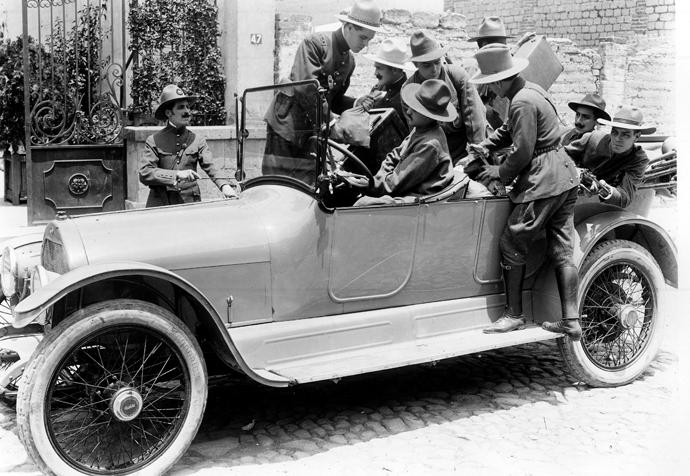 el automovil gris