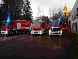 WhatsApp-Image-2018-03-30-at-18.30.16-324x243 Incendio in un centro stoccaggio rifiuti. Tonnellate d' immondizie a fuoco Lombardia Prima Pagina