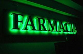 insegna-farmacia-324x212 Che coincidenza. 3 rapine in farmacia in un solo pomeriggio Milano Prima Pagina