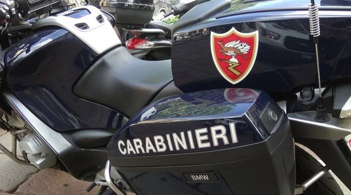 carabinieri_logo_moto Ladro picchia padrone di casa che lo sorprende. Arrestato e accusato di rapina Lombardia Prima Pagina