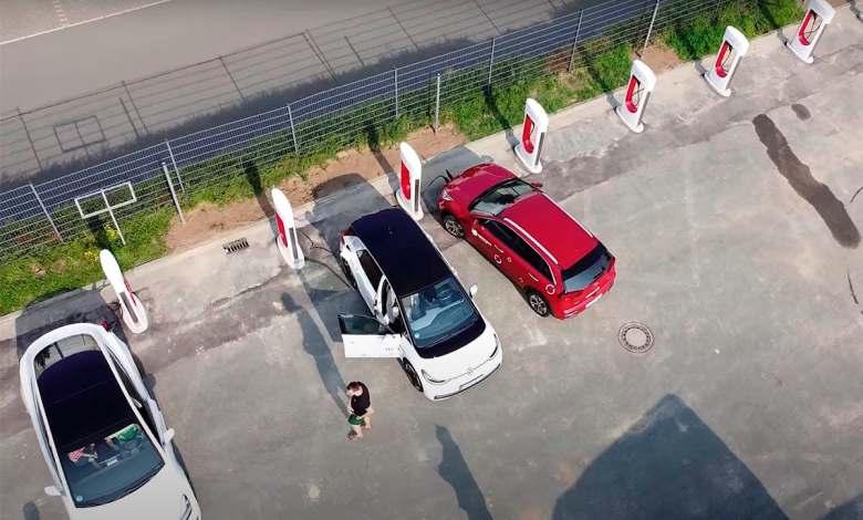 recarga-gratis-tu-coche-electrico-en-los-supercargadores-de-tesla,-hasta-que-se-corrija-el-error
