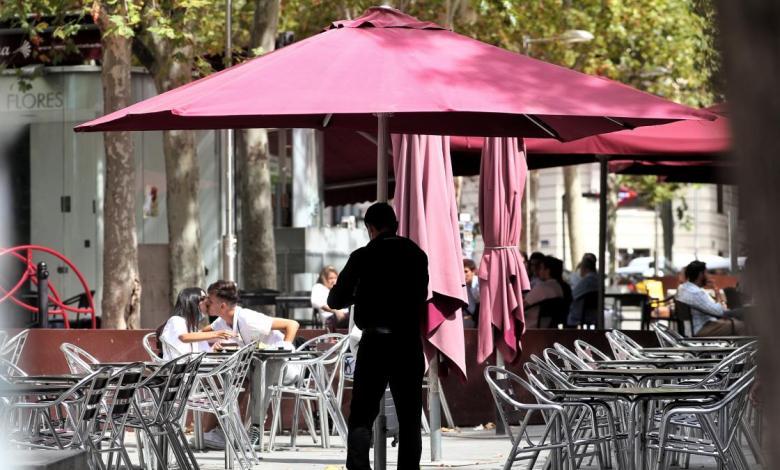 ¿hasta-que-hora-y-con-cuanta-gente-puedo-ir-a-una-terraza-en-las-zonas-con-restricciones-en-madrid?