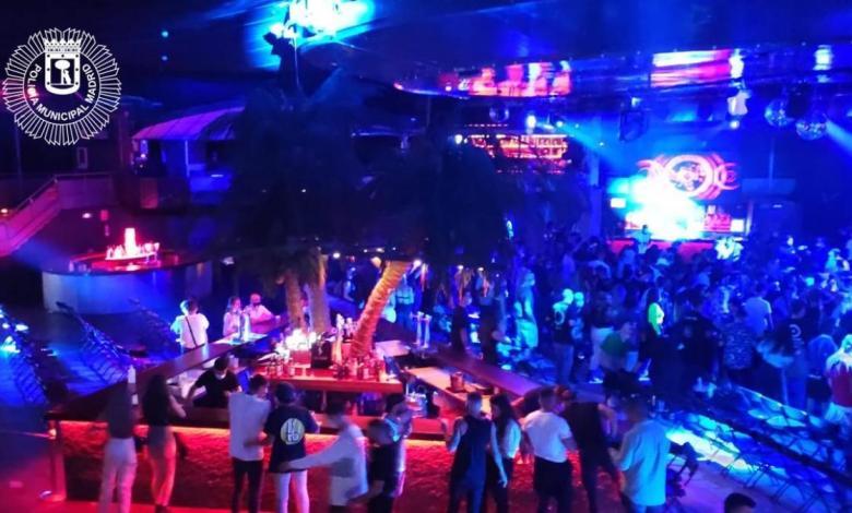 desalojada-la-riviera-durante-un-concierto-por-estar-el-publico-bailando-junto-y-la-mayoria-sin-mascarilla