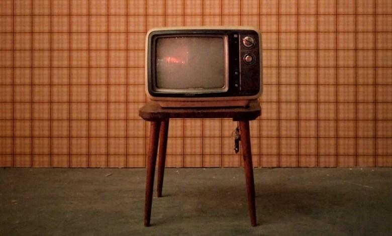 la-historia-de-la-vieja-television-que-dejaba-a-todo-un-pueblo-gales-sin-internet-a-las-7-de-la-madrugada