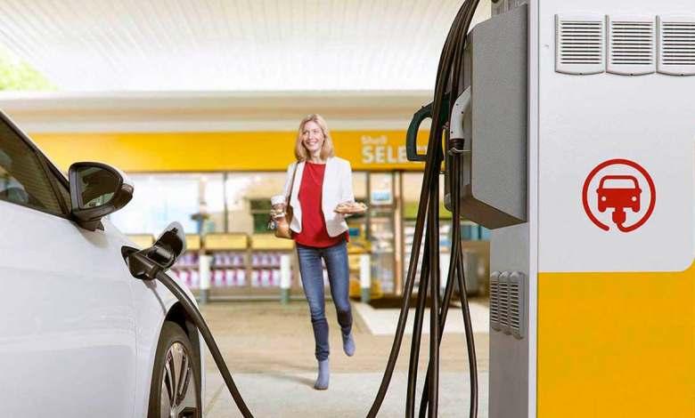 adios-a-las-gasolineras:-el-coche-electrico-las-obligara-a-diversificarse-o-a-cerrar-sus-puertas