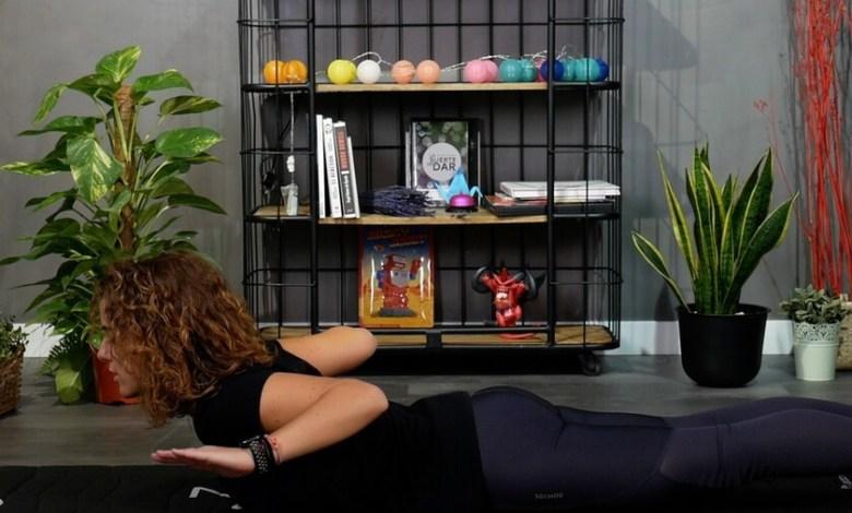 si-te-pasas-mucho-tiempo-sentado-frente-al-ordenador,-aqui-tienes-una-rutina-de-estiramientos-y-ejercicios-posturales-para-hacer-desde-casa