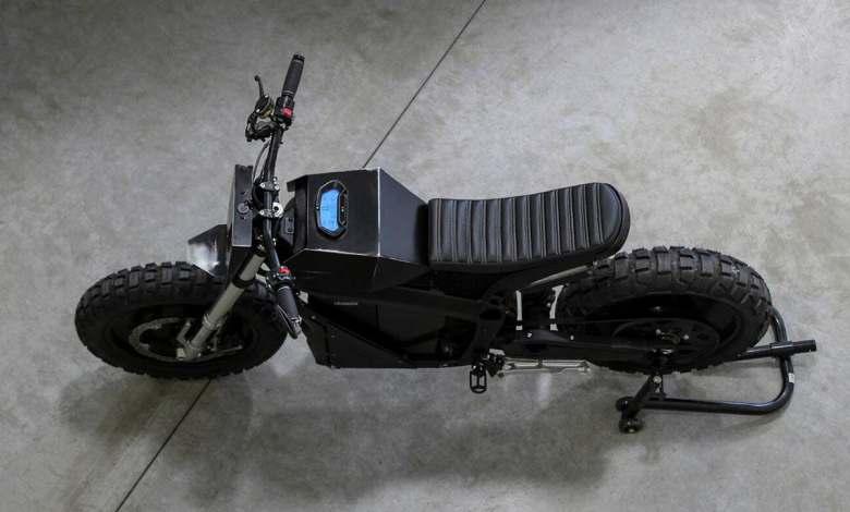 esta-motocicleta-electrica-tiene-el-alma-de-una-zero-ds,-pero-no-se-le-parece-en-nada
