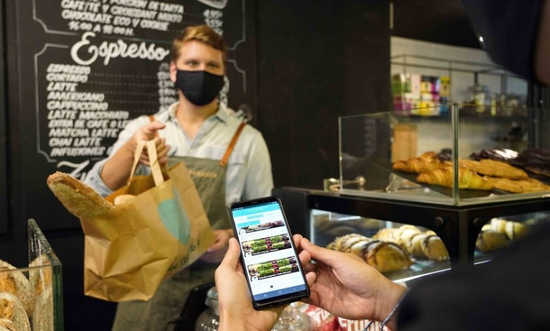 too-good-to-go,-la-app-que-vende-la-comida-sobrante-de-supermercados-y-restaurantes-tres-veces-mas-barata-y-en-packs-sorpresa