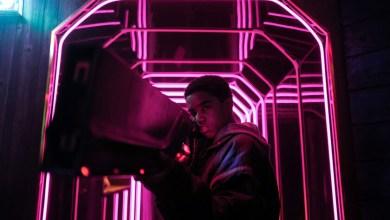 'kin':-netflix-rescata-una-singular-pieza-de-ciencia-ficcion-juvenil-y-nostalgica-de-uno-de-los-productores-de-'stranger-things'