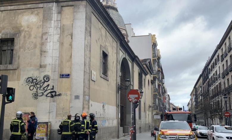 incendio-en-la-iglesia-de-san-sebastian-de-madrid:-una-nube-de-humo-llena-toda-la-parroquia-de-la-calle-atocha