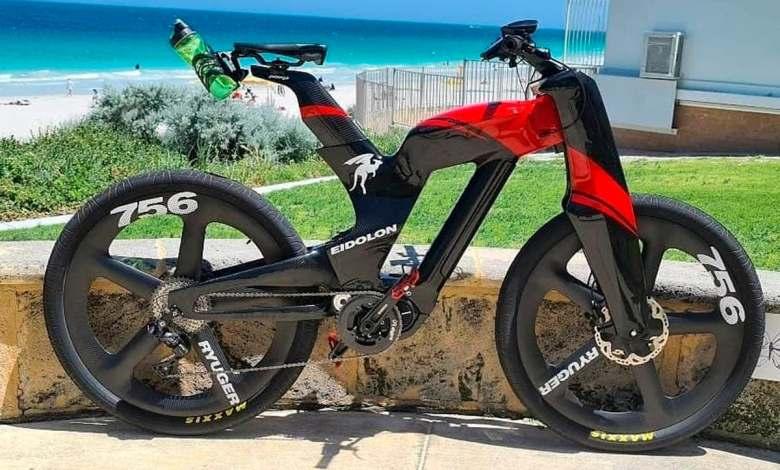 """esta-bicicleta-electrica-de-carreras-""""fantasmal""""-esconde-una-e-mtb-en-su-cuadro-de-carbono"""