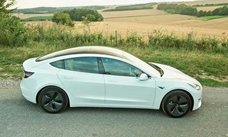 """¿un-model-3-con-solo-150-km-de-autonomia?:-el-""""truco""""-de-tesla-para-entrar-en-los-planes-de-ayuda"""