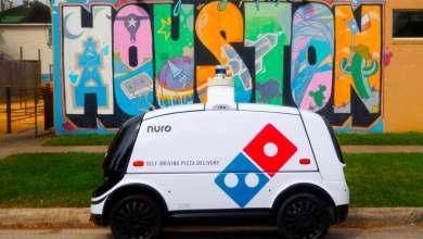 """domino's-ya-entrega-pizzas-sin-conductor-gracias-al-nuro-r2,-un-""""coche-electrico-robot"""""""