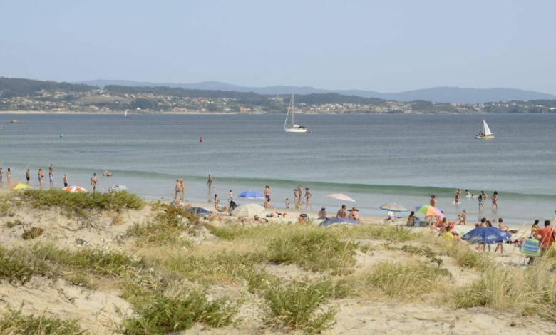 de-2.800-e-en-isla-de-la-toja-a-250-en-burela:-el-coste-de-una-semana-en-la-playa