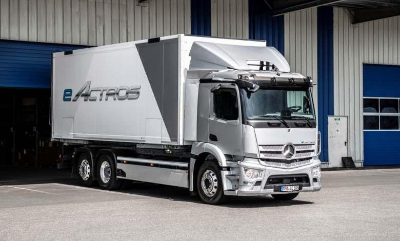 mercedes-benz-presenta-el-eactros,-su-primer-camion-electrico-de-produccion-en-serie