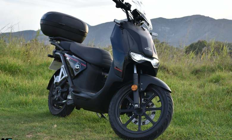 a-prueba:-super-soco-cpx,-un-practico-scooter-electrico-urbano-con-complejo-de-maxiscooter
