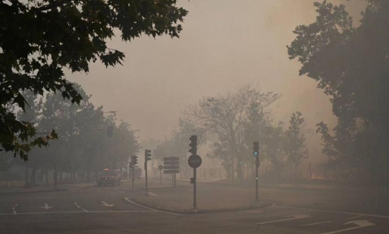 un-incendio-en-ciudad-universitaria-origina-una-enorme-columna-de-humo-y-tine-de-gris-varios-puntos-de-madrid