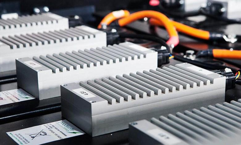 la-primera-generacion-de-baterias-de-sodio-ya-esta-aqui:-la-alternativa-que-amenaza-el-reinado-del-litio-y-promete-cargas-del-80%-en-15-minutos