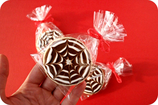 halloween-cobweb-sugar-cookie