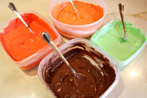 halloween-pumpkin-sugar-cookies-food-coloring-mixed