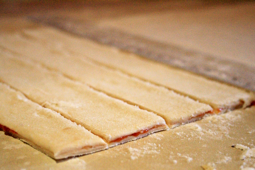 puff-pastry-cheese-twists-cutting