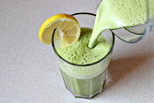 detox smoothie recipe with step by step picture tutorial, this super detox smoothie is great for alkalizing your system, it is refreshing and packed with vitamins, minerals, fiber, and enzymes