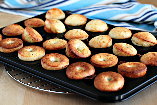 cheesy-herbed-popovers-recipe