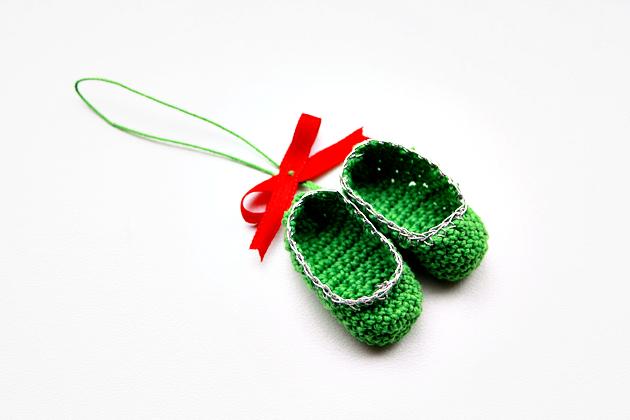 crochet-mini-slippers-pattern