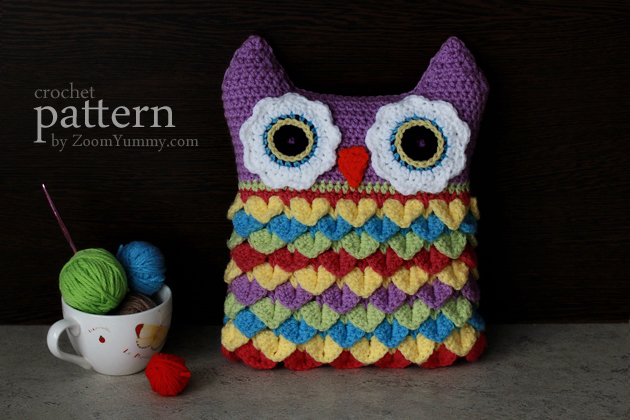 crochet pattern crochet owl cushion with coloful feathers