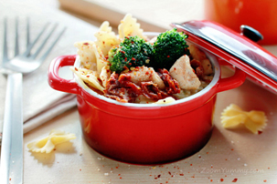Cheesy Pasta With Chicken, Broccoli And Sun Dried Tomatoes