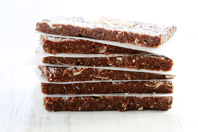 raw no bake date and coconut power bars