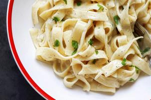 One-Pot Garlic Cheddar Fettuccine Recipe