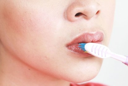 Brush the Dryness Away To Get Smooth Lips