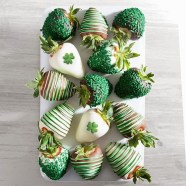 Chocolate Covered Strawberries-St Patrick's Day Desserts