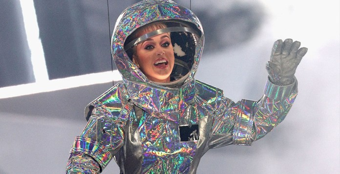 katy-perry-mtv-video-music-awards-vma-2017-space-suit.jpg