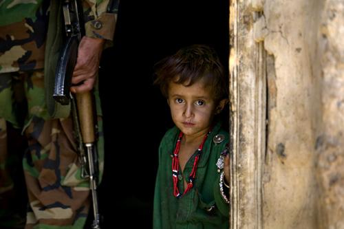 https://i0.wp.com/zoriah.typepad.com/photos/uncategorized/2008/05/06/zoriah_ac5_afghanistan_children_war.jpg