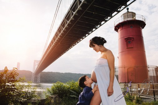 Cassis: Little Red Lighthouse Maternity Session by Zorz Studios (22)