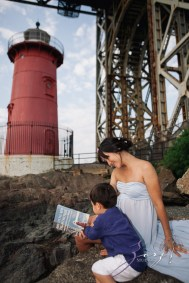 Cassis: Little Red Lighthouse Maternity Session by Zorz Studios (16)