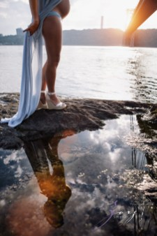 Cassis: Little Red Lighthouse Maternity Session by Zorz Studios (15)