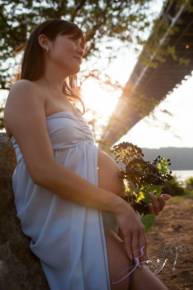 Cassis: Little Red Lighthouse Maternity Session by Zorz Studios (10)