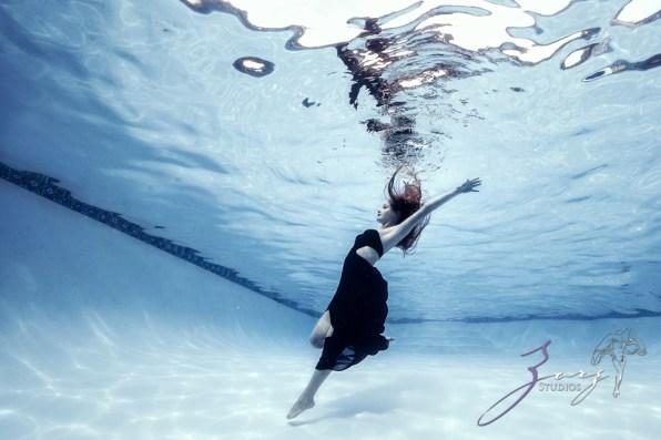 Sweetwater: Sweet 16 Underwater Photoshoot by Zorz Studios (1)
