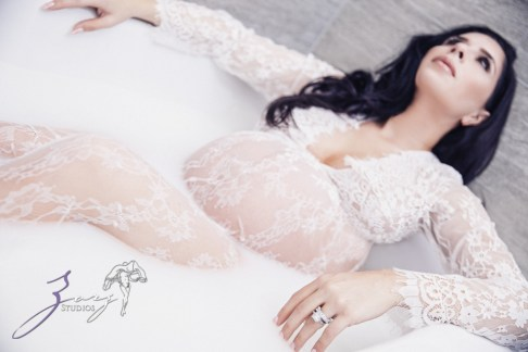 Milk & Silk: Gentle Maternity Photoshoot by Zorz Studios (10)