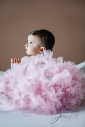 Big Eyes: Adorable Baby Girl Photoshoot by Zorz Studios (30)