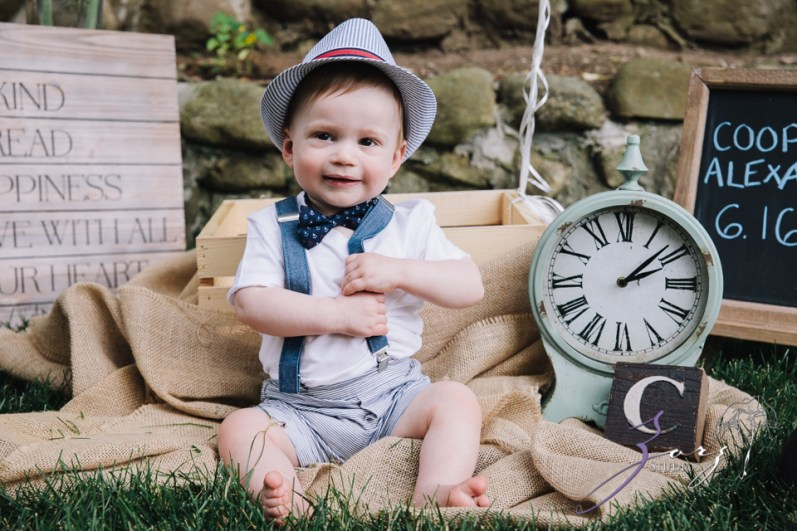 Singobooth: Funny Photoshoot for One-Year-Old by Zorz Studios (26)