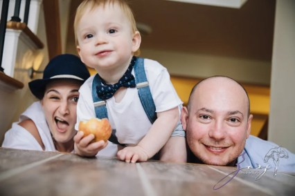 Singobooth: Funny Photoshoot for One-Year-Old by Zorz Studios (14)