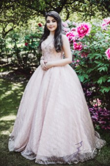 Regalo: Loving Parents Give a Gift of All-Day Quinceanera Photography by Zorz Studios (25)
