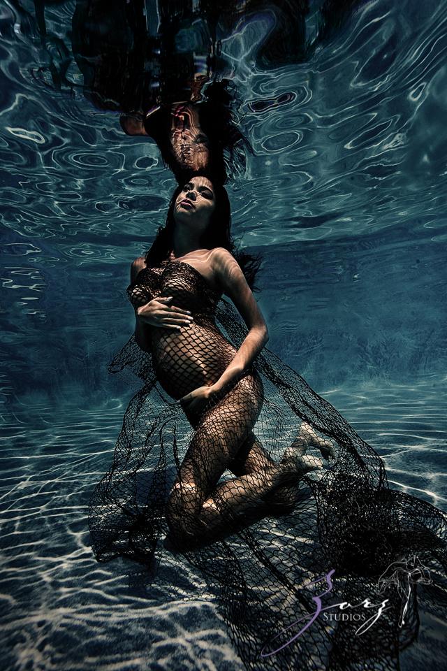 Roha: Model's Underwater Maternity Photoshoot in Connecticut